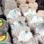 Assortiment de fromages de chèvre proposés par L'Atelier des Gourmands, traiteur événementiel