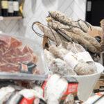 Assortiment de charcuterie proposéees par L'Atelier des Gourmands, traiteur événementiel à Paris 15e