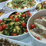 Plats cuisinés en vitrine à l'Atelier des Gourmands